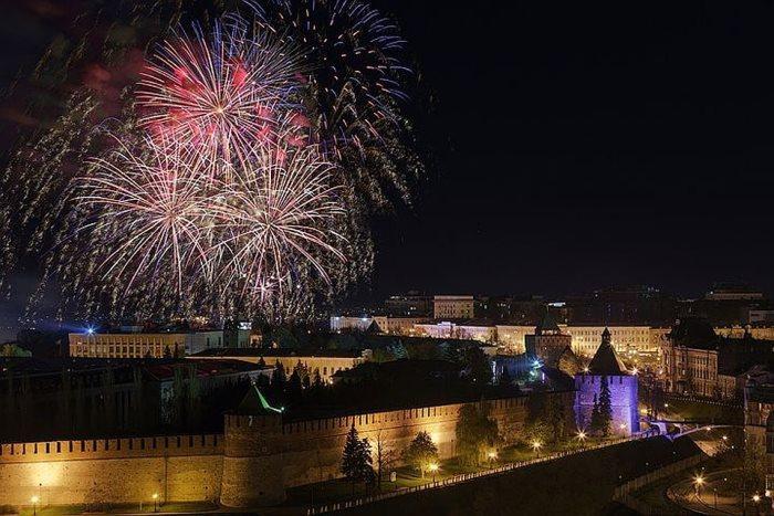 Салют 9 мая в Нижнем Новгороде