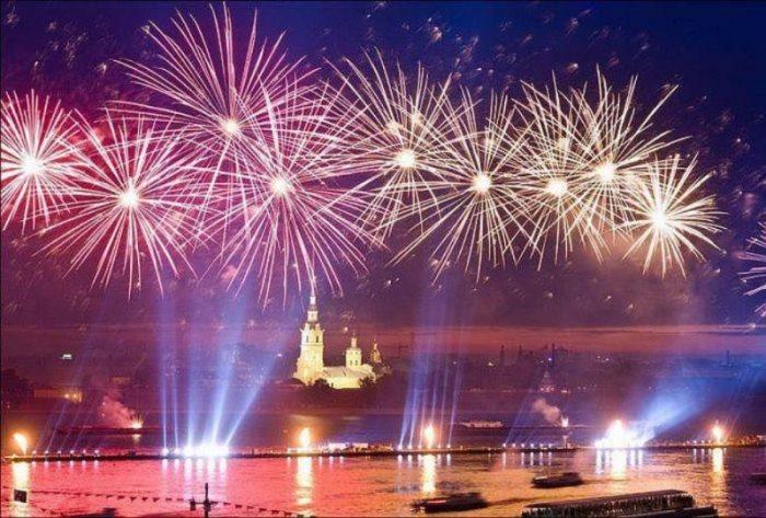 Салют 9 мая в Санкт-Петербурге